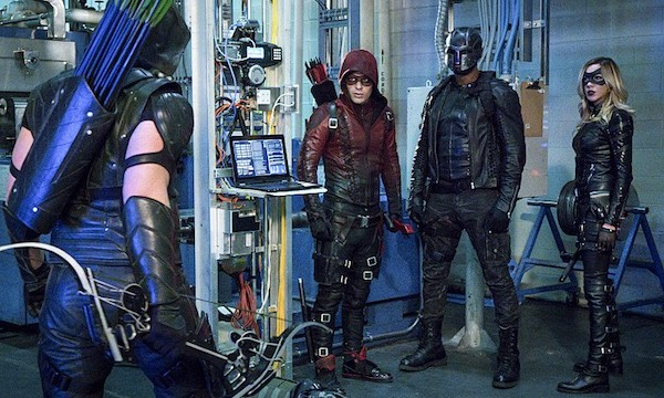 """Arrow -- """"Unchained"""" -- Image AR412A_0054b.jpg -- Pictured (L-R): Stephen Amell as Green Arrow, Colton Haynes as Arsenal, David Ramsey as John Diggle and Katie Cassidy as Black Canary -- Photo: Liane Hentscher/ The CW -- © 2016 The CW Network, LLC. All Rights Reserved."""